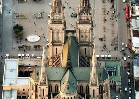 Miles de jóvenes llevaron un pedido de paz a la Virgen de Luján